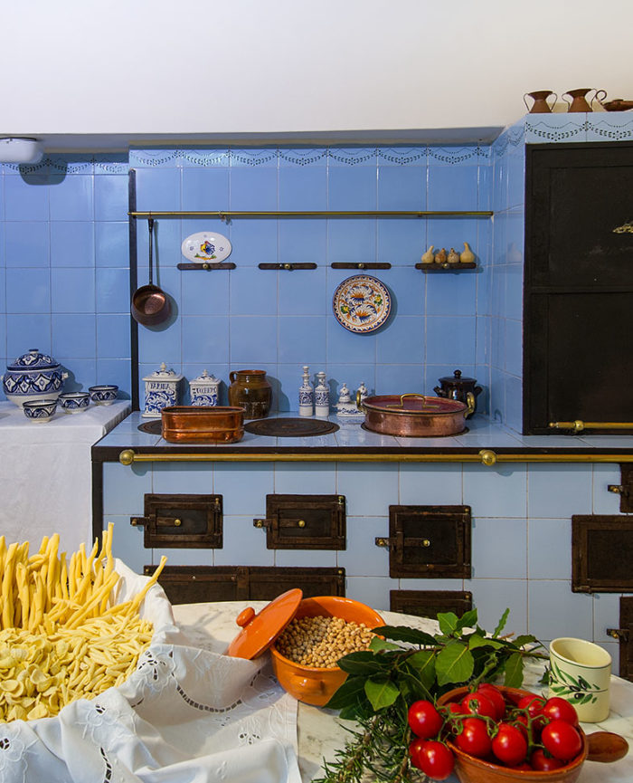 cuisine meridiana finest closing event of the cuisine. Black Bedroom Furniture Sets. Home Design Ideas